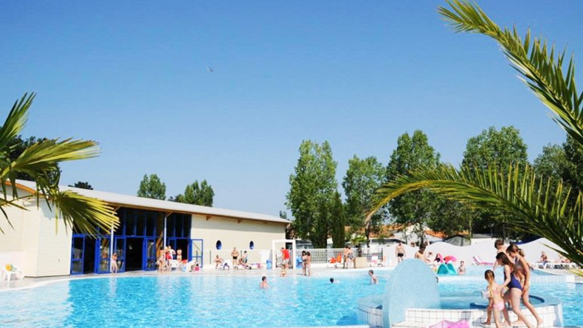 Vend e vente flash 8j 7n en camping 4 avec espace for Village vacances vendee avec piscine