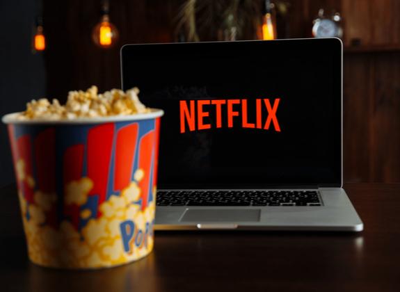 8 films et séries Netflix pour voyager depuis chez vous