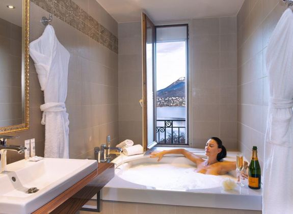 Week-end romantique : champagne, massages & jacuzzi privé