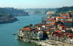 Vols A/R de Lyon vers Porto