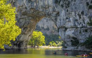 Ardèche, Vallon-Pont-d'Arc : location 8j/7n en résidence, hébergement 4 pers.