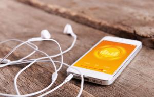 Programmes audios de divertissement, histoire, livres audios, podcasts + code promo