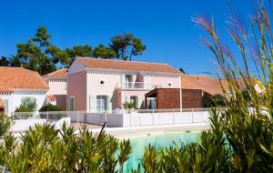 Maisons et villas, été : ventes flash, location 8j/7n en maison, piscine, - 55%