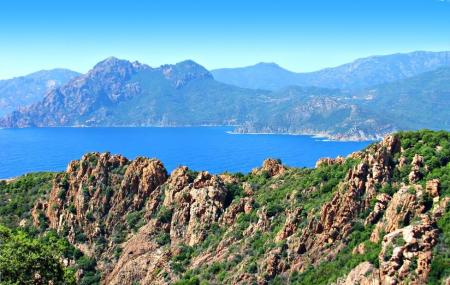 Corse : autotour 9j/8n en hôtels + pension selon programme + loc. de voiture, vols inclus