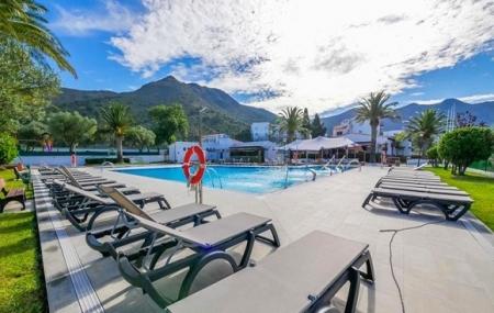 Rosas, Costa Brava : vente flash, location 8j7n en résidence avec piscine, - 61%