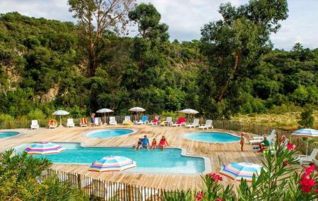 Corse : campings 8j/7n en mobil-home + psicine, proche plage, jusqu'à - 60%