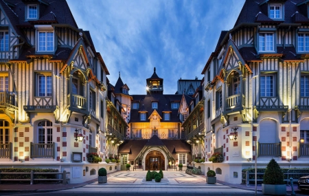 Week-ends : vente flash 2j/1n, Hôtels Barrière 4* & 5*, Deauville, Enghien, Cannes, La Baule...