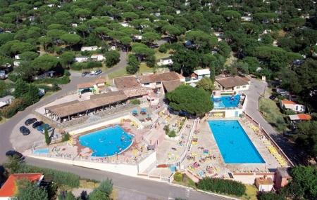 Proche St-Tropez : enchère, location 8j/7n en camping 4* avec parc aquatique