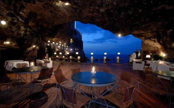 10 restaurants situés dans des endroits sensationnels - Grotta Palazzese Puglia
