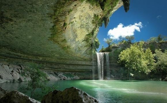 Les 10 plus belles piscines naturelles au monde - Piscine naturelle de Hamilton - Dripping Springs au Texas