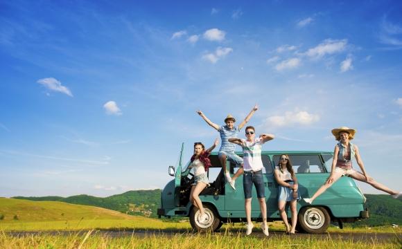 5 conseils pour voyager moins cher en camping ? - Partez en groupe