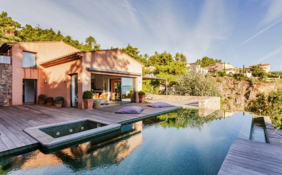Les 10 plus belles villas d'été vues sur Airbnb - Villa à Théoule-sur-mer : havre de paix dans un cadre magique