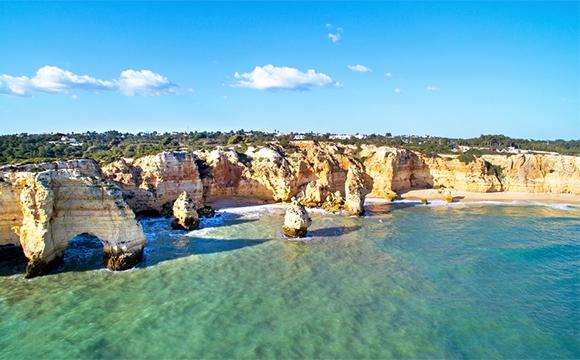 Les 10 destinations à visiter avant la trentaine - Au milieu de la mer dans l'Algarve