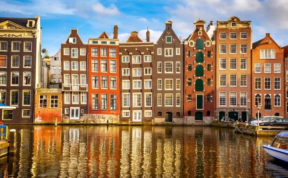 Les 10 destinations à visiter avant la trentaine - Amsterdam et ses délicieux cafés