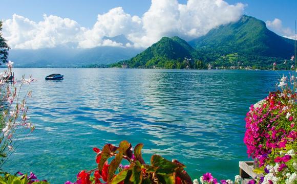 10 voyages à faire entre copines - Le lac d'Annecy