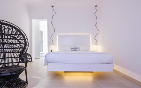 10 hôtels romantiques à Santorin - Écrin moderne au village reculé de Pyrgos