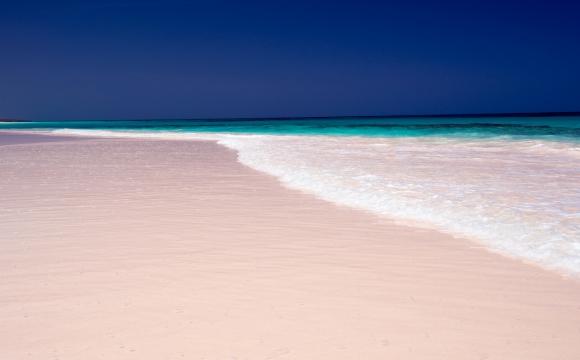 Les 10 plages les plus insolites au monde - Le rose des Bahamas pour un sable couleur gâteau d'anniversaire
