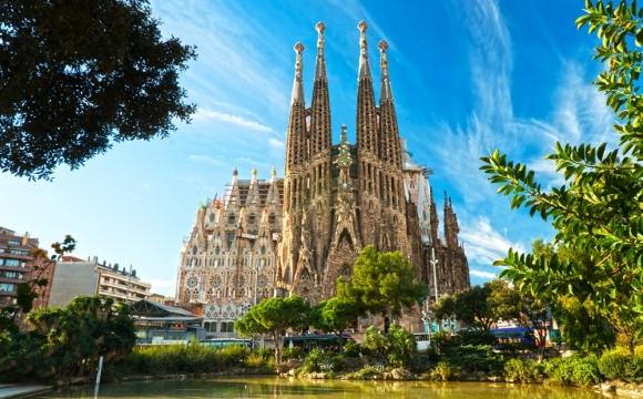 10 monuments incontournables à visiter - La Sagrada Familia à Barcelone