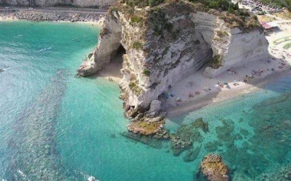 12 endroits pour nager dans l'eau turquoise - Baia di Riaci