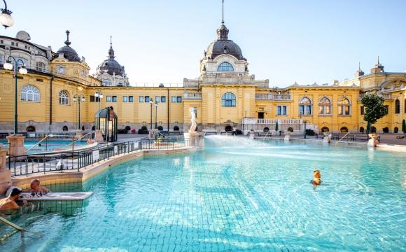 10 idées de voyage pour se ressourcer - Hongrie, la culture du bain