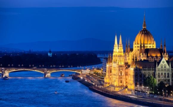 Les plus prestigieux bains thermaux de Budapest  - Une ville métissée riche en histoire