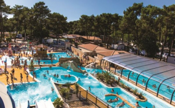 10 campings avec parcs aquatiques l 39 officiel des vacances for Camping poitou charente piscine