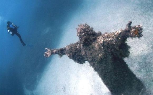 10 lieux qui font frissonner - Le Christ des Abysses