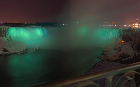 10 monuments aux couleurs de la Saint-Patrick - Les Chutes du Niagara au Canada