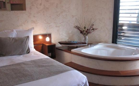 10 chambres d'hôtel en France avec jacuzzi - Le Clarion Suites Narbonne Ile du Gua, Narbonne
