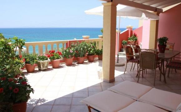 Corfou : escapade 4j/3n vol + hôtel pour - de 95€/pers - Votre hôtel : séjour les pieds dans l'eau avec ce studio vue sur mer !