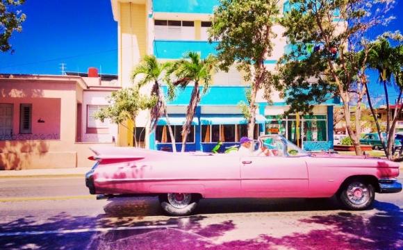 10 photos de voyage pour voir la vie en rose - Voiture vintage, Cuba