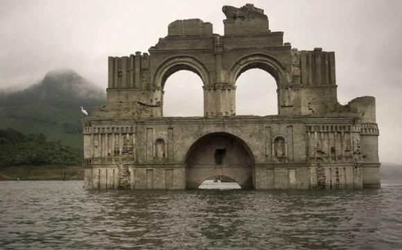 10 lieux qui font frissonner - L'église qui réapparait