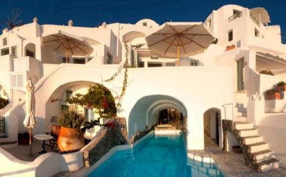 10 hôtels romantiques à Santorin - Le bien-être absolu aux Fanari Villas d'Oia