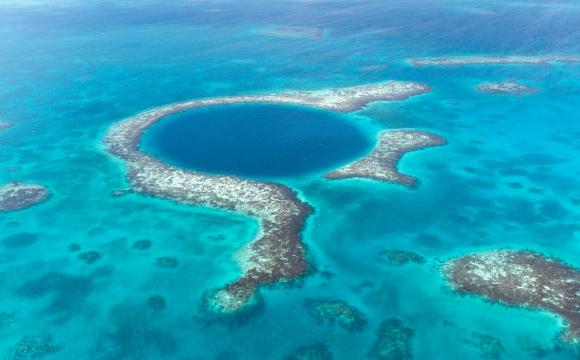 10 lieux surnaturels dans le monde - Le Grand trou bleu