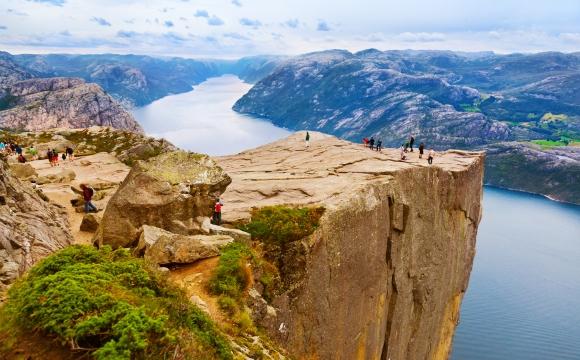 Les 10 plus belles falaises du monde - Falaise de Preikestolen