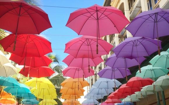 10 photos de voyage pour voir la vie en rose - Passage des parapluies, Port-Louis
