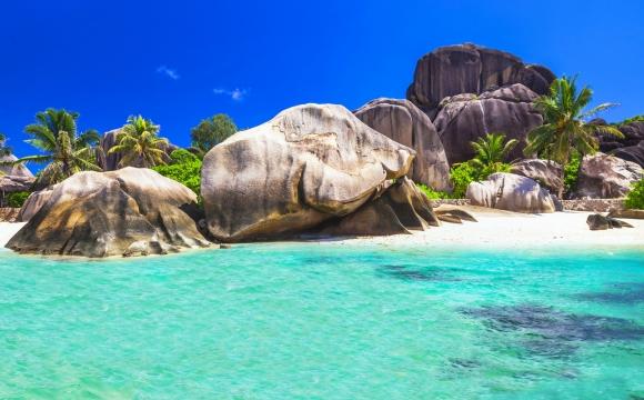 12 endroits pour nager dans l'eau turquoise - Plage de la Digue