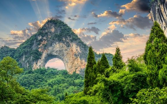 10 lieux surnaturels dans le monde - Moon Hill, Yangshuo