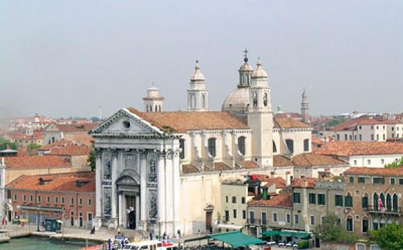 10 activités gratuites à faire à Venise - Une église au bord de l'eau