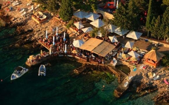 Les 10 plus beaux bars sur la plage - Hula Hula Beach Bar