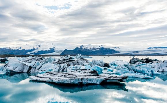 Les 10 plages les plus insolites au monde - Comme un échiquier au bord du lac Jökulsárlón, en Islande