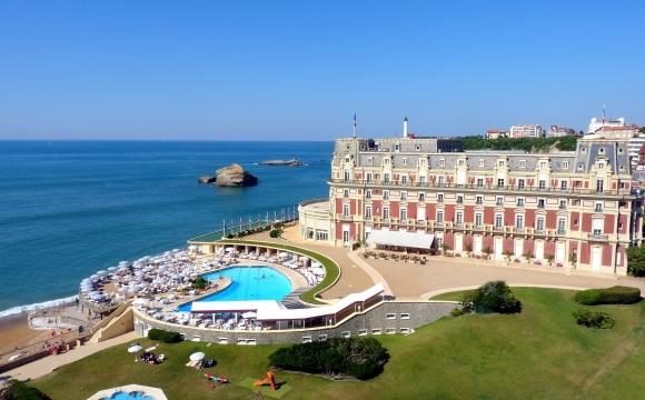 Les 10 plus belles piscines de France - Hotel du Palais à Biarritz