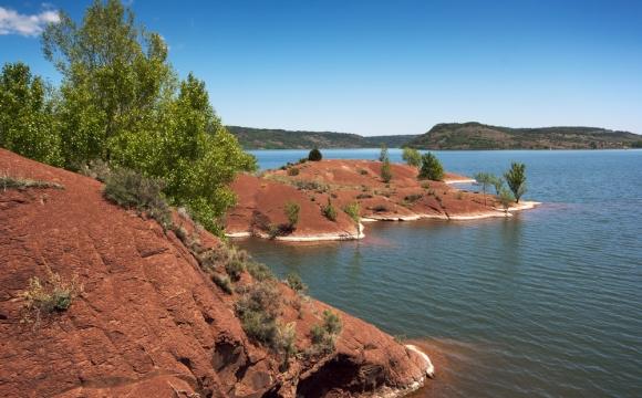 Les 10 plus beaux lacs de France - Le lac du Salagou - Hérault