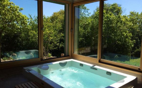10 chambres d'hôtel en France avec jacuzzi - Le Domaine de l'Anglade, Blandas