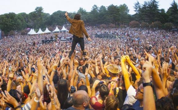 10 festivals de musique incontournables en France cet été - Les Déferlantes Sud