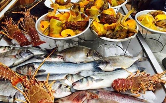 10 restaurants pour déguster la véritable bouillabaisse à Marseille - L'esplaï du Grand Bar des Goudes