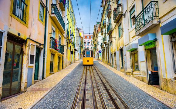 6 façons de voyager au Portugal depuis chez soi