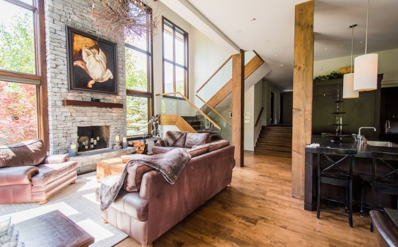 Les 10 plus belles maisons où passer l'automne reperées sur Airbnb - Luxueux Chalet au Canada