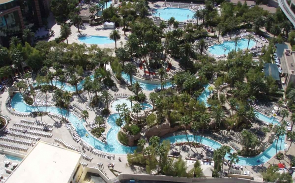 Les 10 plus grandes piscines du monde - La piscine du MGM Grand à Las Vegas