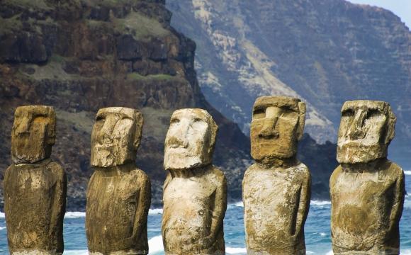 10 monuments incontournables à visiter - Moaïs à l'Île de Pâques